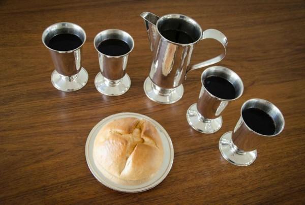 Feier des Abendmahls jeden Sonntag